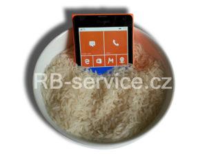 Mobil v rýži